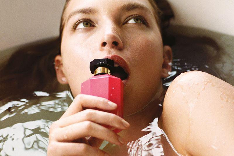 Аризона Мьюз в рекламной кампании нового аромата Stella Peony от Stella McCartney