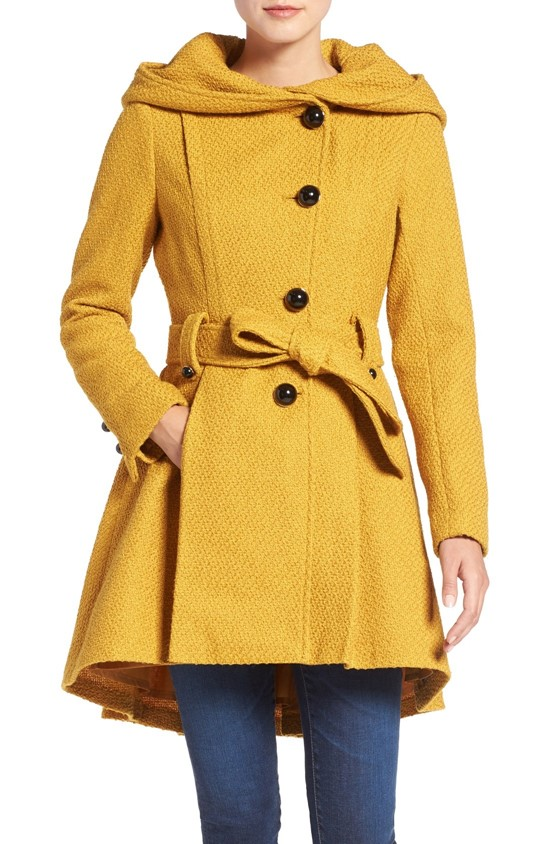 Короткое приталенное горчичное пальто с капюшоном Steve Madden