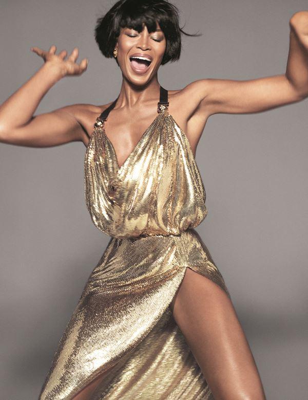 Рекламная кампания Versace весна-лето 2018 - Наоми Кэмпбелл в золотом платье