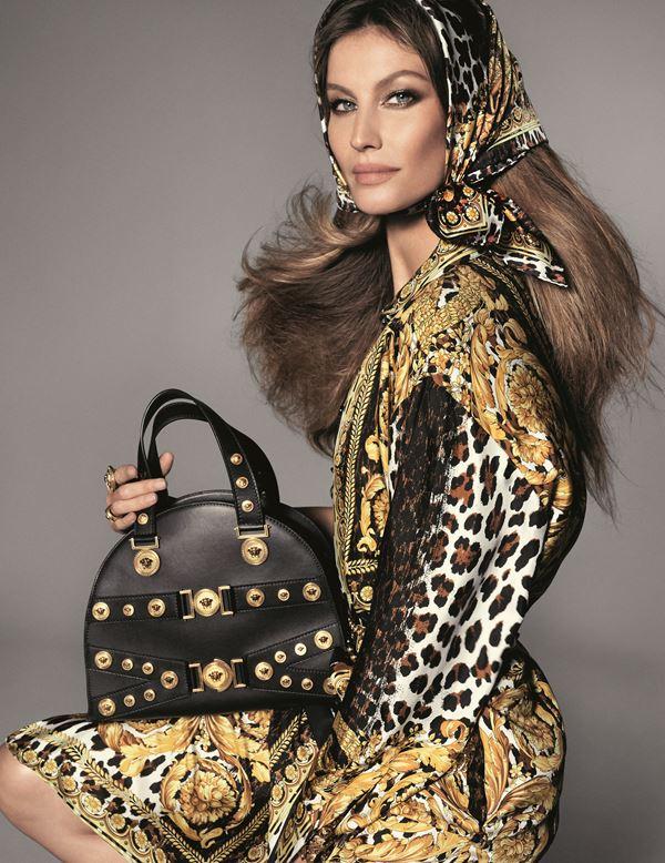 Рекламная кампания Versace весна-лето 2018 - Жизель Бюндхен с сумкой