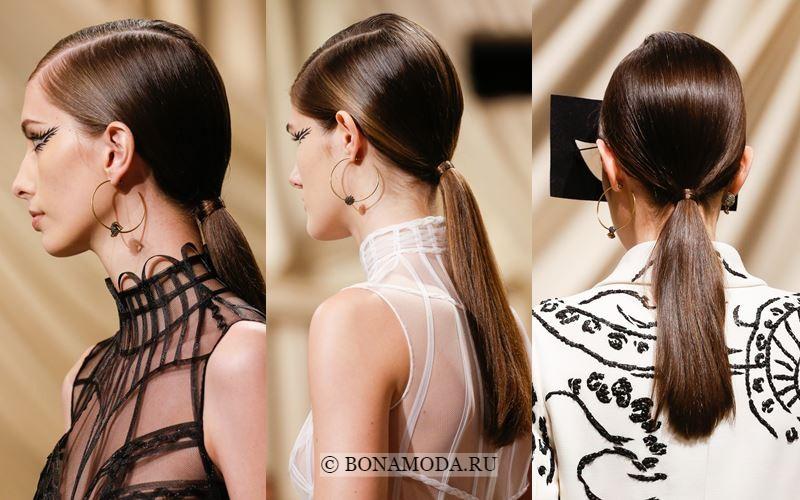 Гладкий низкий хвост на показе Dior Couture весна-лето 2018 - вид сзади