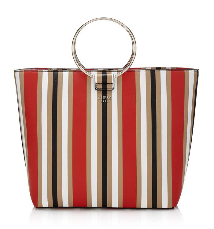 Коллекция сумок Guess весна-лето 2018 - сумка шоппер-трапеция в полоску с круглыми металлическими ручками
