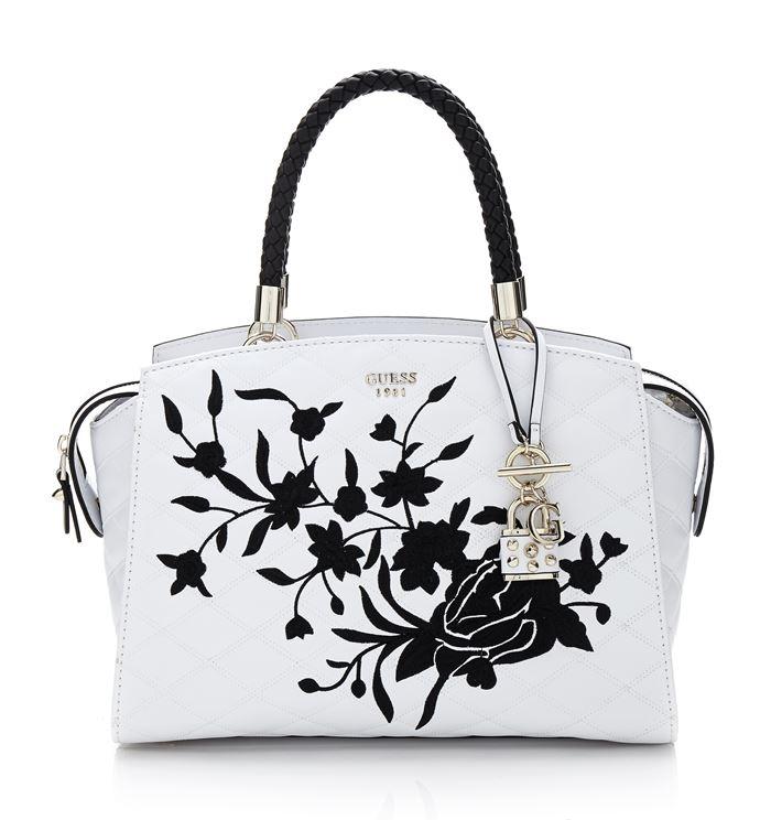 Коллекция сумок Guess весна-лето 2018 - белая стёганая сумка tote с чёрной цветочной аппликацией