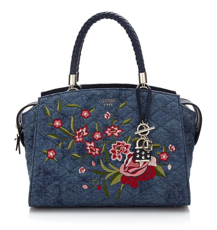 Коллекция сумок Guess весна-лето 2018 - джинсовая сумка tote с цветочной аппликацией
