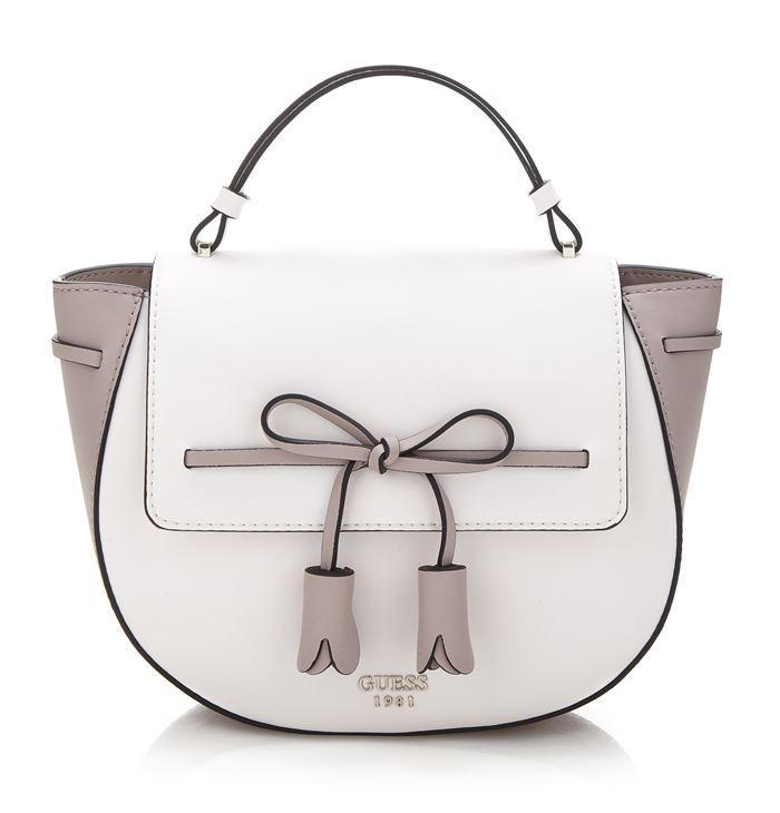 Коллекция сумок Guess весна-лето 2018 - бело-бежевая сумка-седло