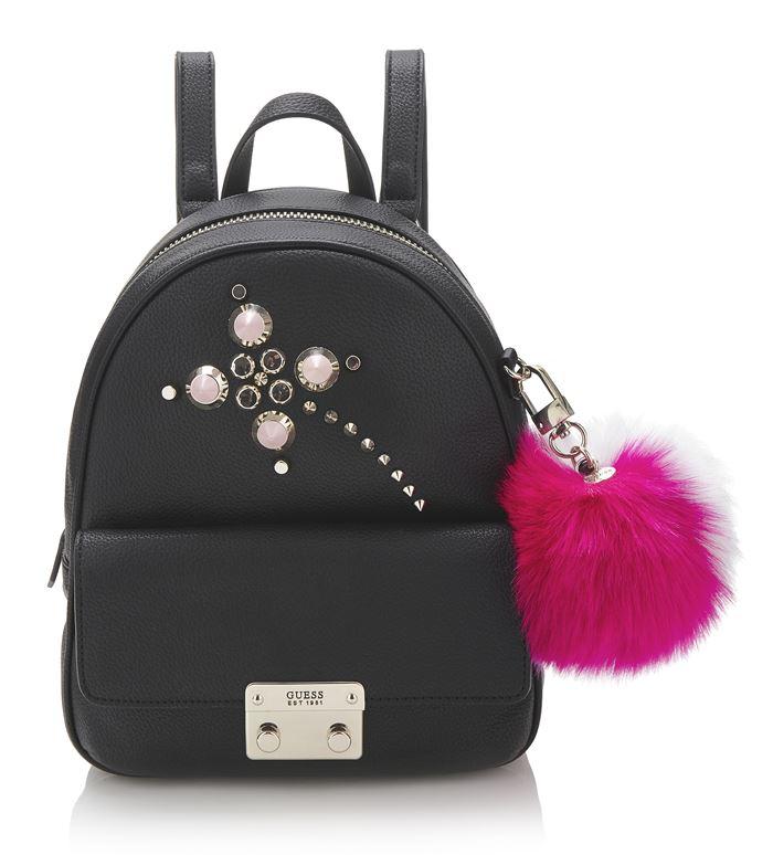 Коллекция сумок Guess весна-лето 2018 - чёрный рюкзак на молнии с инкрустацией и розовым меховым помпоном