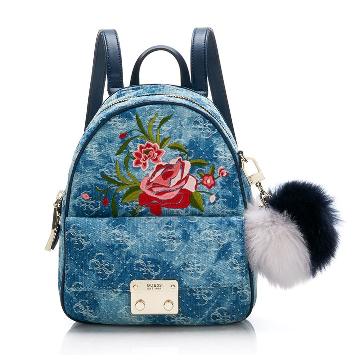 Коллекция сумок Guess весна-лето 2018 - джинсовый рюкзак с большим карманом и меховым помпоном