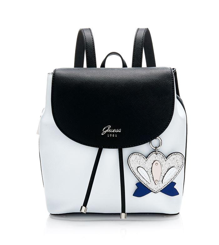 Коллекция сумок Guess весна-лето 2018 - маленький чёрно-белый рюкзак с подвеской