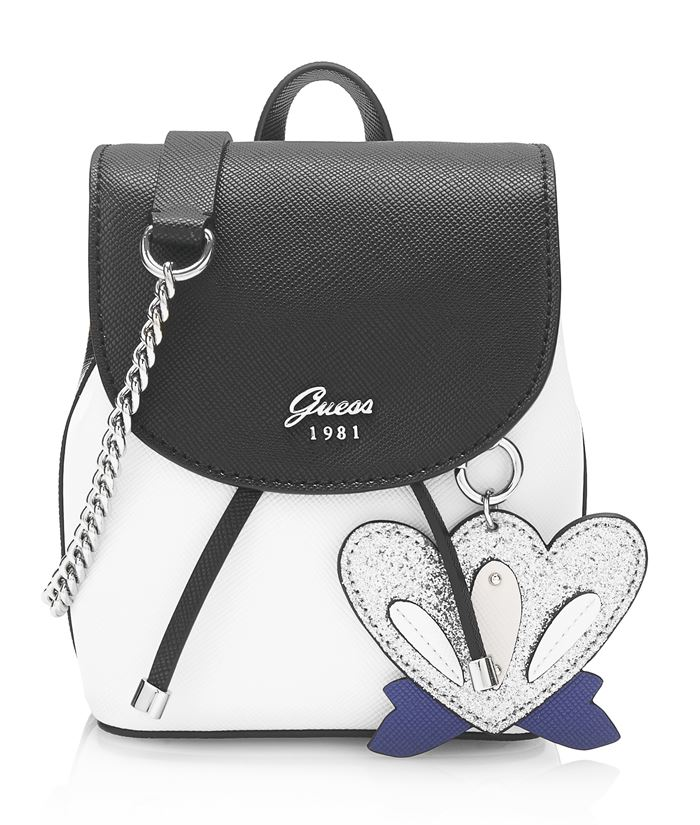 Коллекция сумок Guess весна-лето 2018 - белый рюкзак с чёрным клапаном