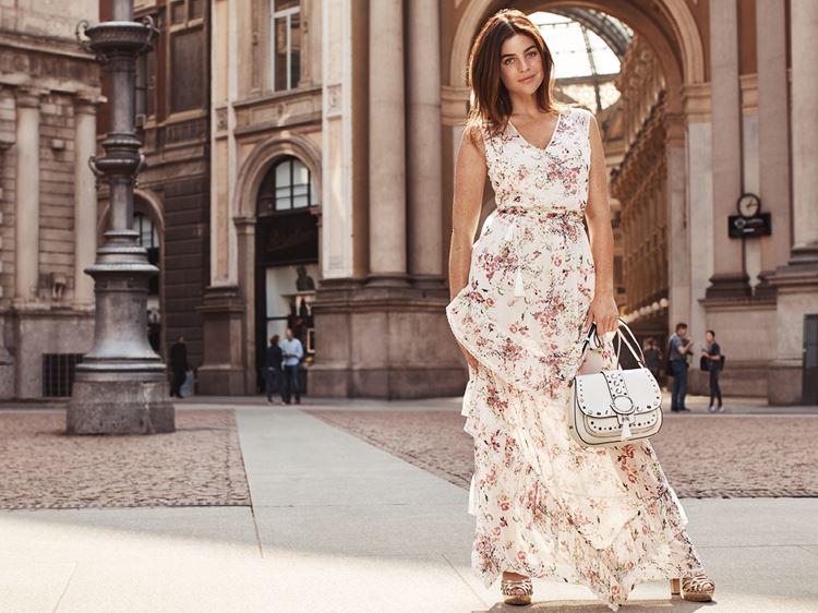 Рекламная кампания Liu Jo весна-лето 2018 - длинное летнее платье с цветочным принтом