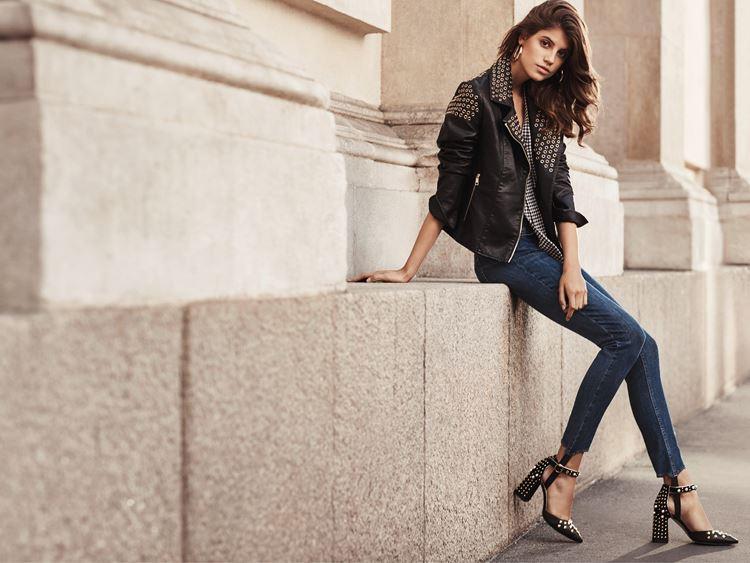 Рекламная кампания Liu Jo весна-лето 2018 - черная куртка косуха с люверсами и шипами