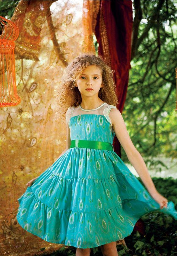 55679a1d3e9282d Короткое бежевое плиссированное платье The Small Gatsby Красивые платья для  девочек 11-12 лет на лето-2018 - приталенное зелёное платье