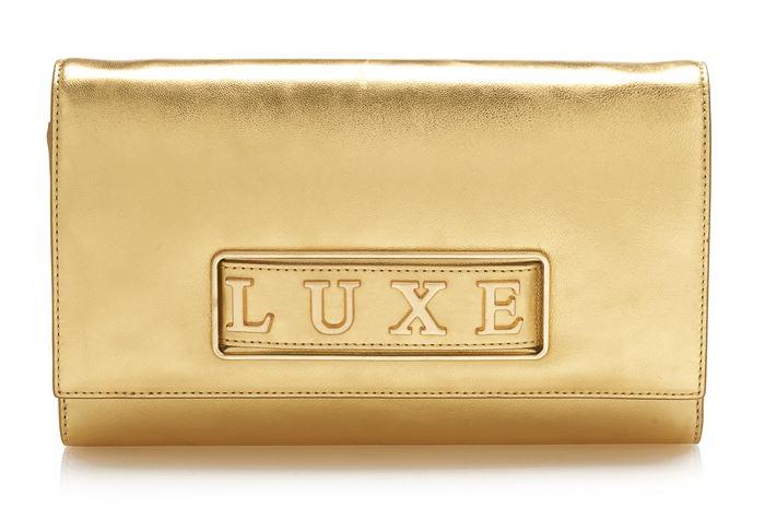 Сумки Guess Luxe весна-лето 2018 - золотой клатч из металлизированной кожи