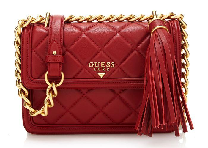 Сумки Guess Luxe весна-лето 2018 - красная стёганая сумка на золотой ручке-цепочке