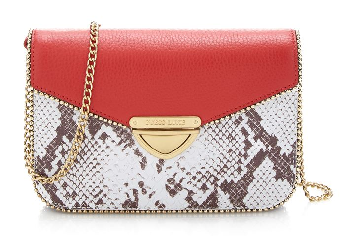 Сумки Guess Luxe весна-лето 2018 - сумка через плечо из змеиной кожи с красным клапаном