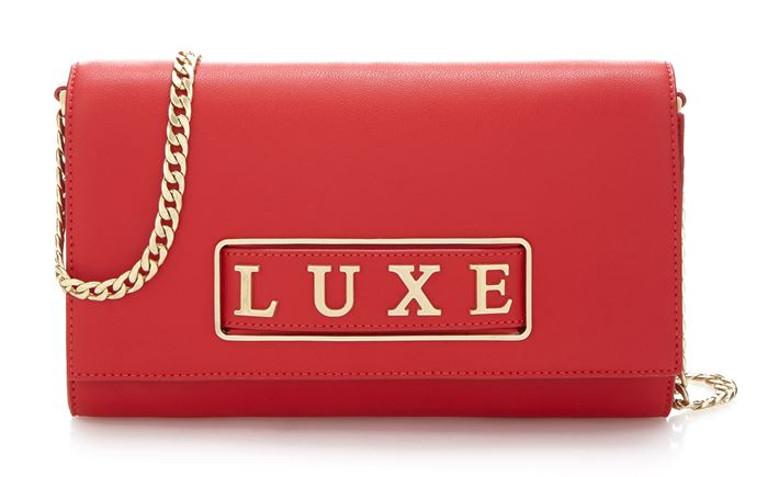 Сумки Guess Luxe весна-лето 2018 - красный клатч  на цепочке