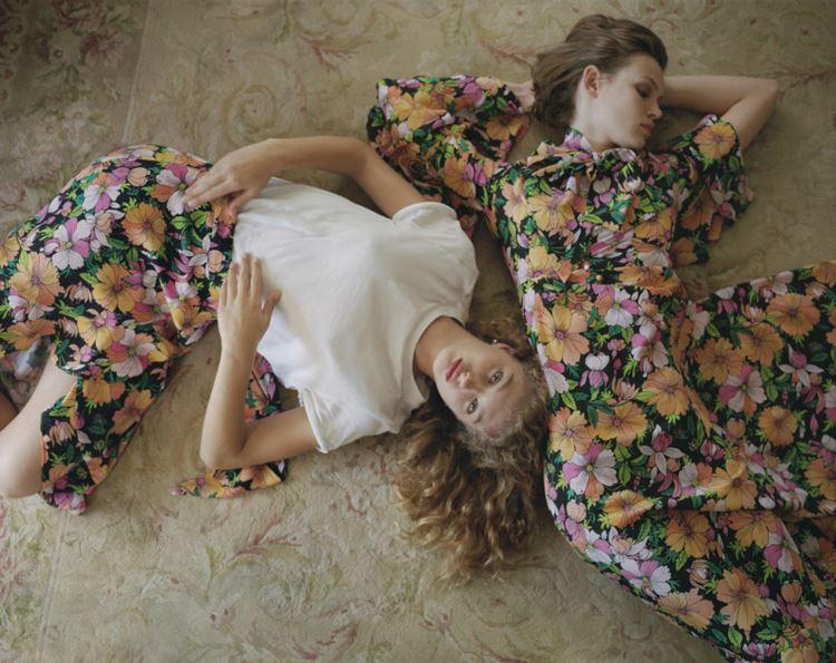 Рекламная кампания Topshop весна-лето 2018 - цветочное платье и юбка с белым топом