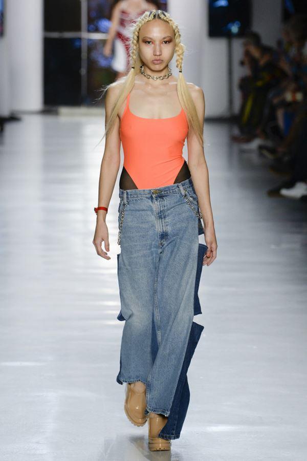 Женские джинсы весна-лето 2018 - Оригинальные женские джинсы с разрезами