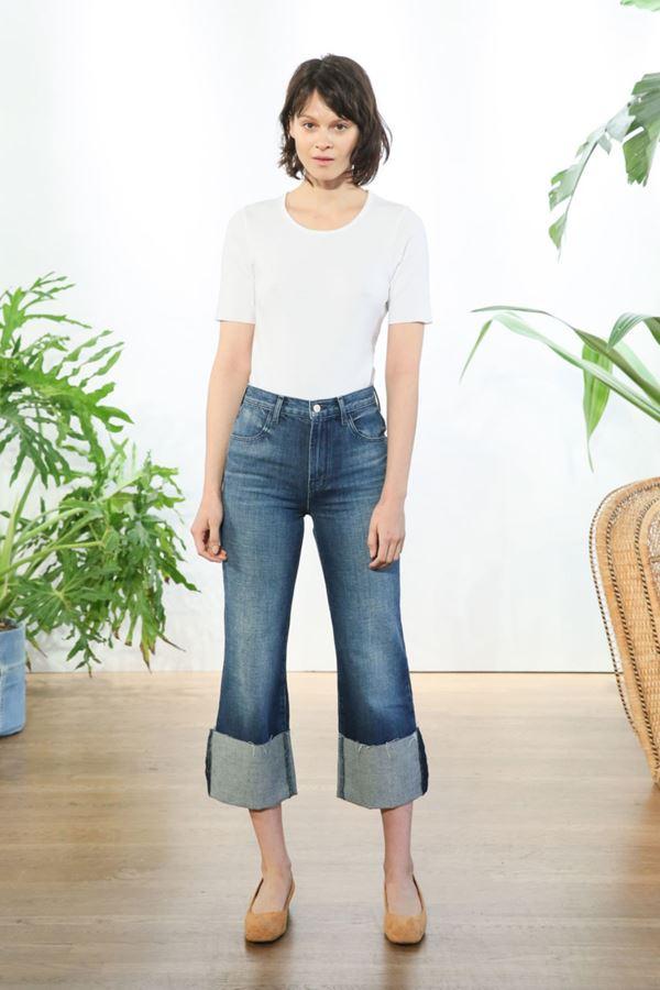 Женские джинсы весна-лето 2018 - Протёртые подвёрнутые джинсы-кюлоты