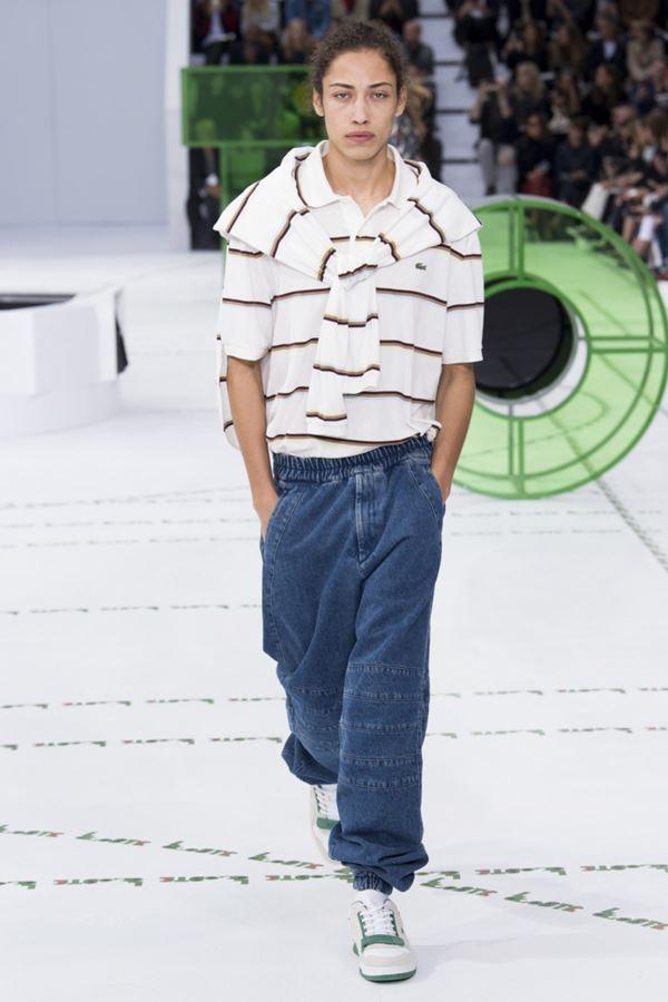 Женские джинсы весна-лето 2018 - Мешковатые джинсы на резинке