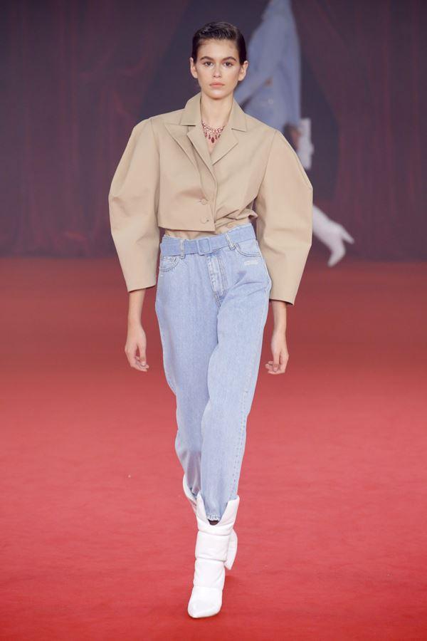 Женские джинсы весна-лето 2018 - укороченные джинсы с завышенной талией