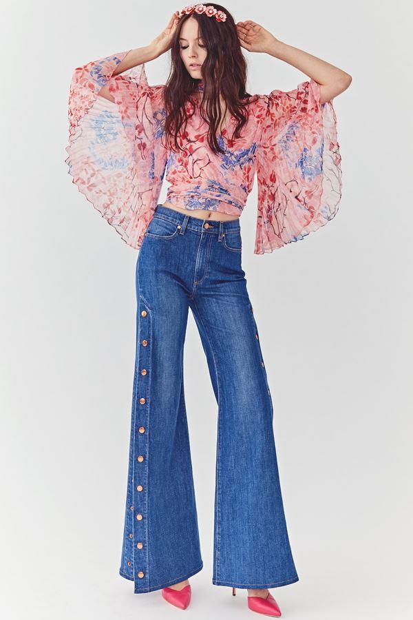 Женские джинсы весна-лето 2018 - Джинсы-клёш с пуговицами сбоку