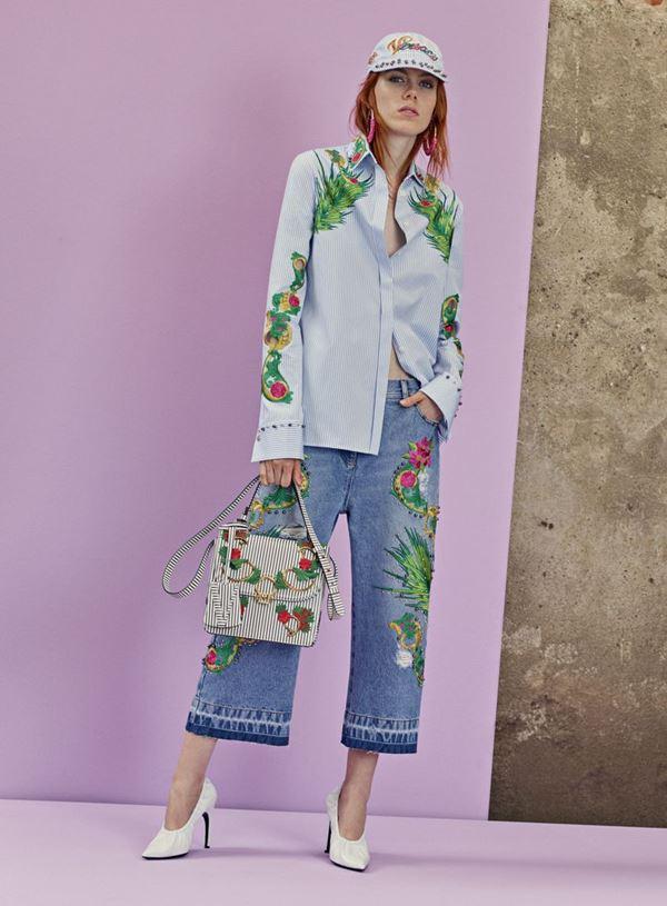 Женские джинсы весна-лето 2018 - Короткие джинсы-кюлоты с цветочной вышивкой
