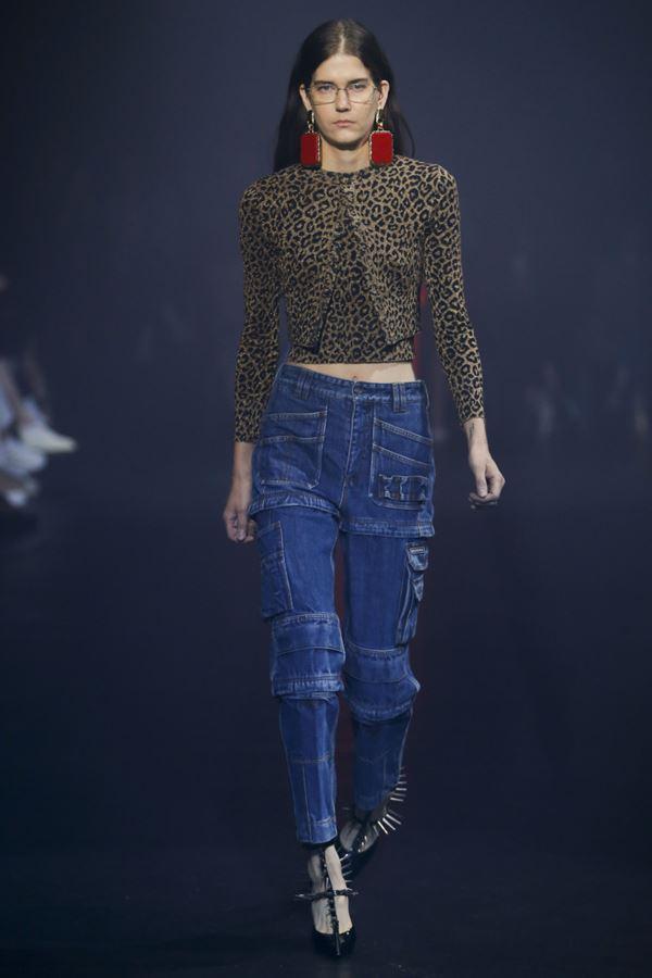 Женские джинсы весна-лето 2018 - Тёмно-синие джинсы-карго с накладными карманами