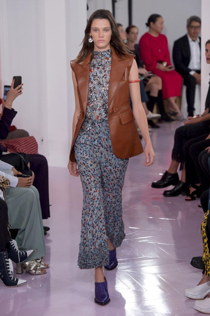 Модные женские жилеты весна-лето 2018 - Длинный коричневый кожаный жилет