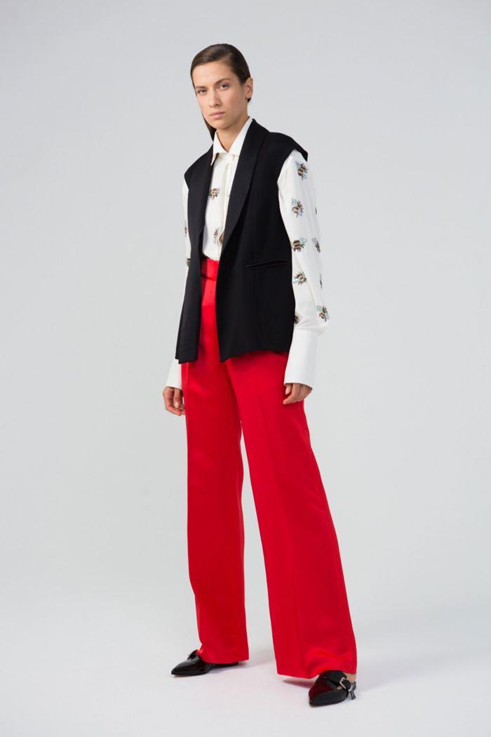 Модные женские жилеты весна-лето 2018 - Классический удлинённый чёрный жилет