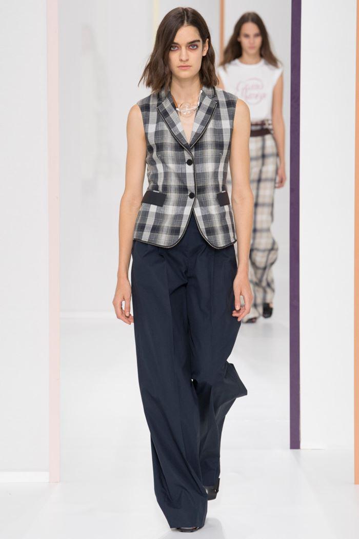 Модные женские жилеты весна-лето 2018 - Классический серый жилет в клетку