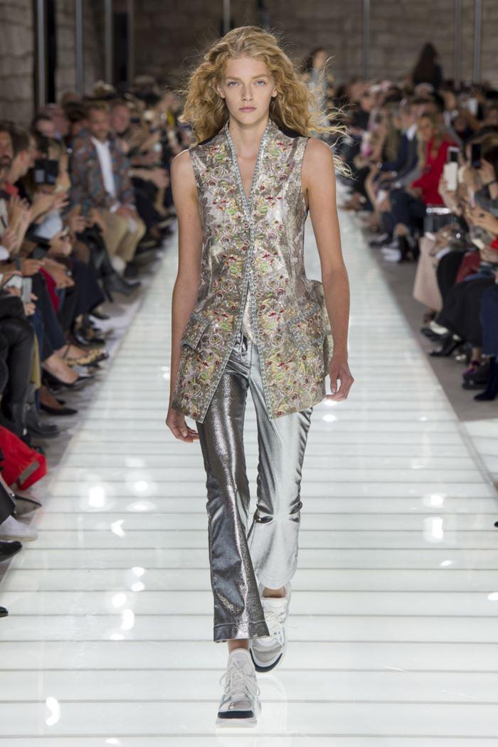 Модные женские жилеты весна-лето 2018 - Блестящий приталенный длинный жилет