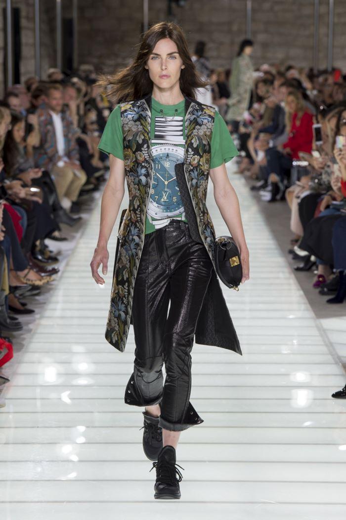 Модные женские жилеты весна-лето 2018 - Длинный жилет с цветочным принтом