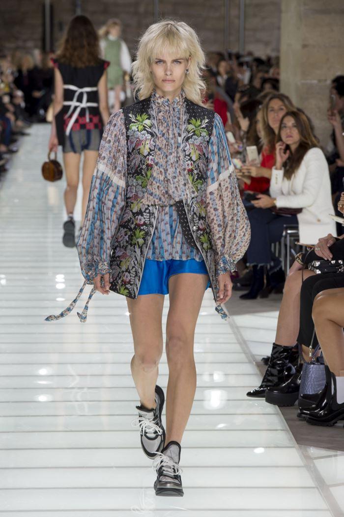 Модные женские жилеты весна-лето 2018 - Длинный цветочный жилет