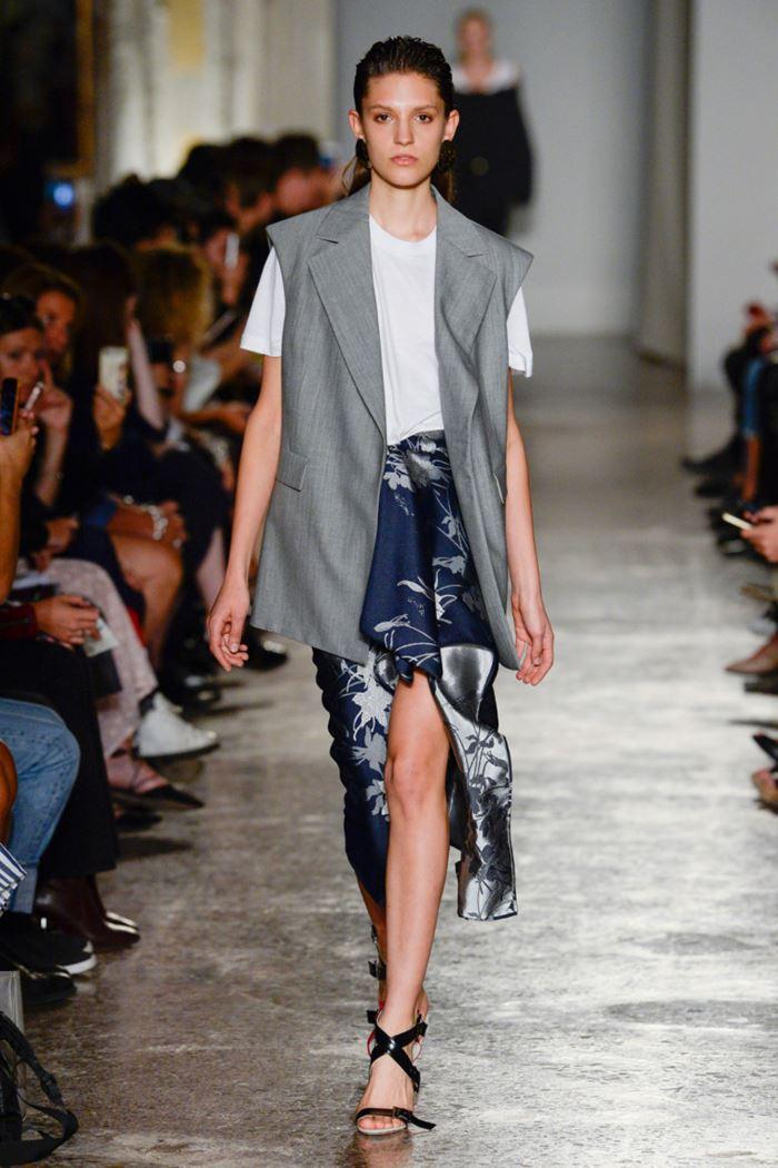 Модные женские жилеты весна-лето 2018 - Строгий серый жилет оверсайз