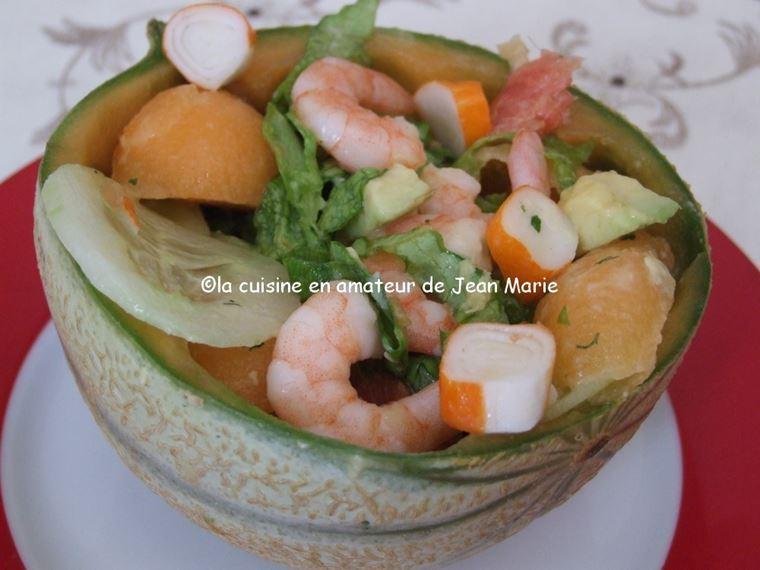 10 рецептов салатов с крабовыми палочками - Салат с креветками, дыней, грейпфрутом и авокадо