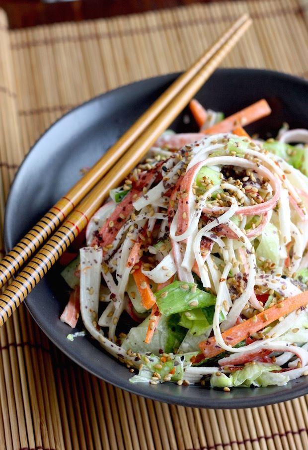 10 рецептов салатов с крабовыми палочками - Японский салат кани с морковью и огурцом