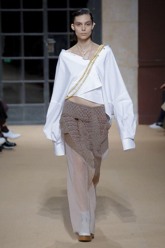 Модные белые блузки весна-лето 2018 - молодёжная асимметричная рубашка оверсайз