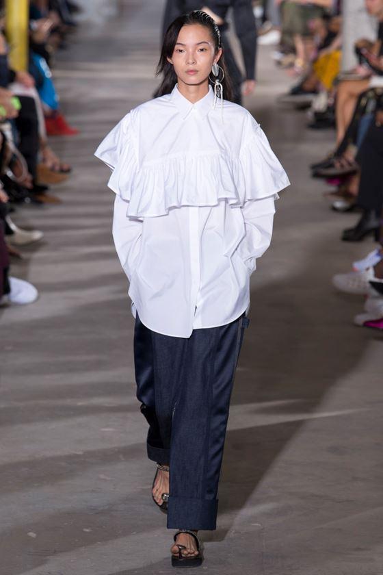 Модные белые блузки весна-лето 2018 - Объёмная блузка с воланами