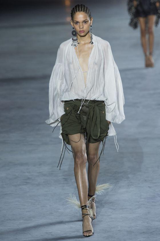 Модные белые блузки весна-лето 2018 - Свободная летняя блузка-туника с шортами