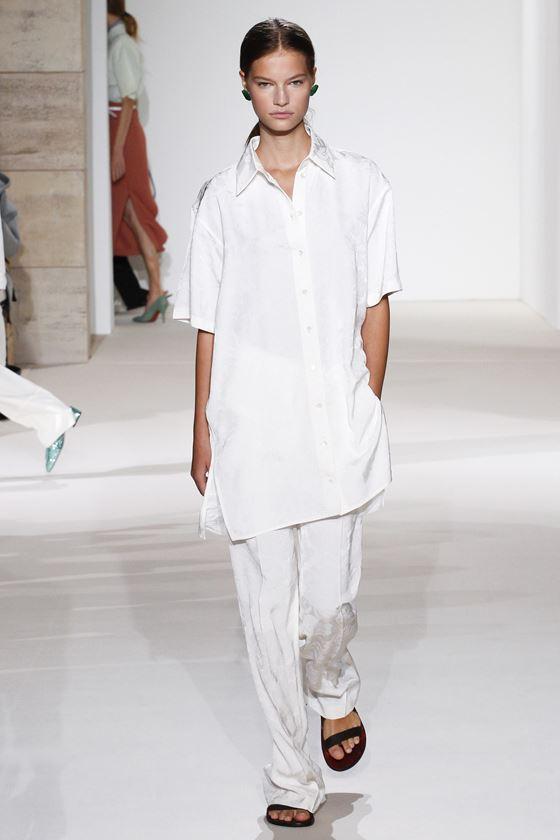 Модные белые блузки весна-лето 2018 - Длинная рубашка с короткими рукавами
