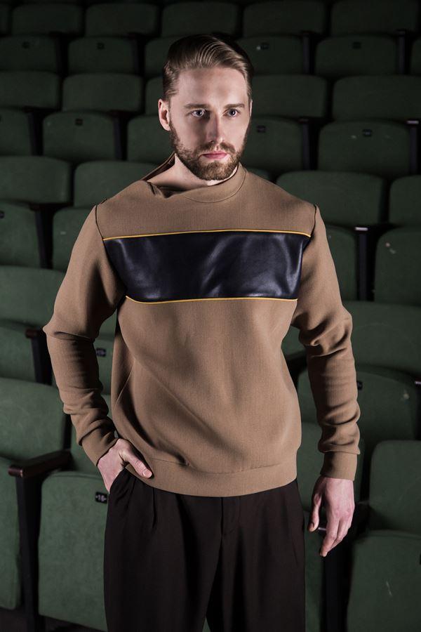 Михаил Грищенко в мужской коллекции Миколы Комендрова Vision Style - бежевый свитшот
