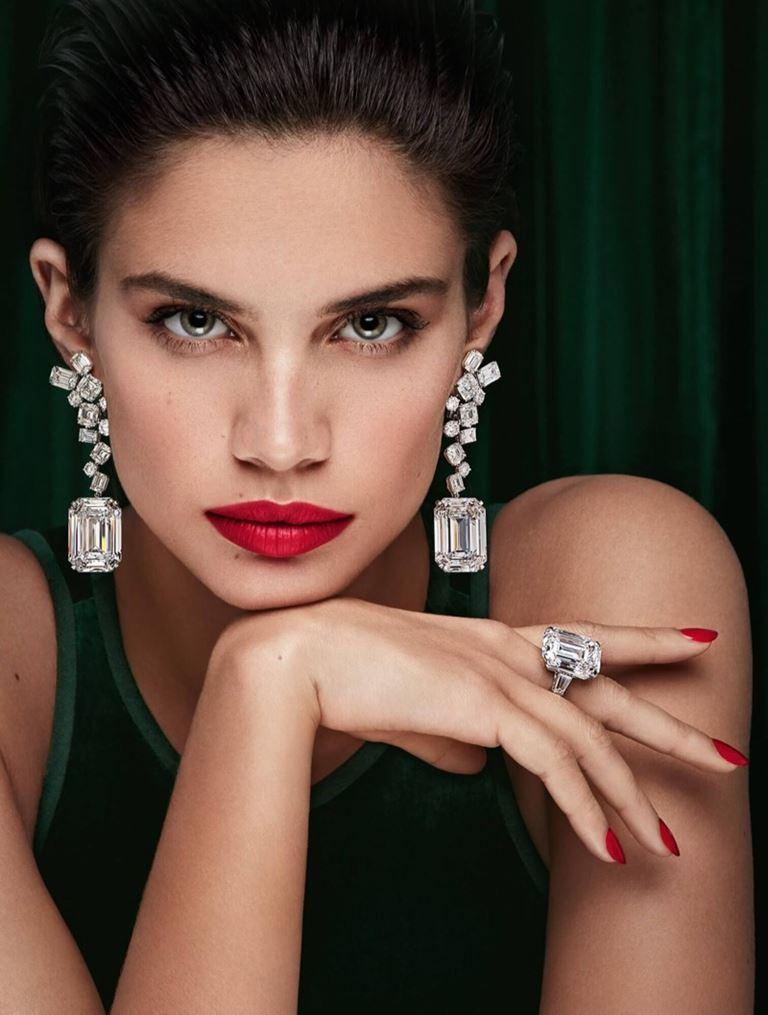 Сара Сампайо в рекламной кампании Graff Diamonds – бриллиантовые серьги и кольцо