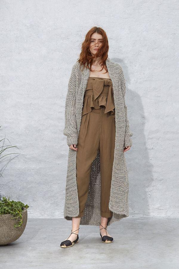 Женские кофты и кардиганы весна-лето 2018 - Длинное объёмное серое вязаное пальто