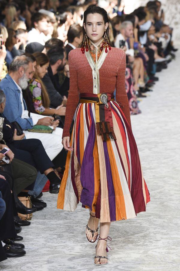 Женские кофты и кардиганы весна-лето 2018 - коричневый кардиган на пуговицах