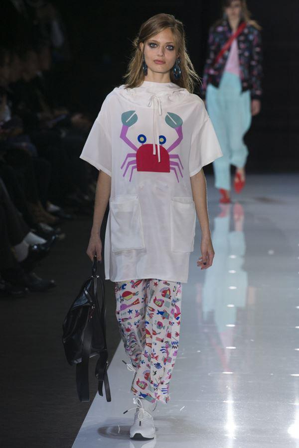 Женские туники весна-лето 2018 - Длинная футболка-туника с принтом Emporio Armani