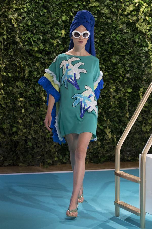 Женские туники весна-лето 2018 - Зелёная пляжная туника с принтом-пальмами Emilio Pucci