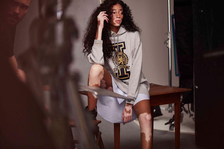 Модель Винни Харлоу в рекламной кампании Tommy Hilfiger Tommy Icons осень-2018