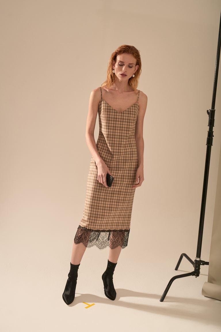 Лукбук коллекции Pocket Symphony Pre-Fall 2018 - клетчатое платье-комбинация