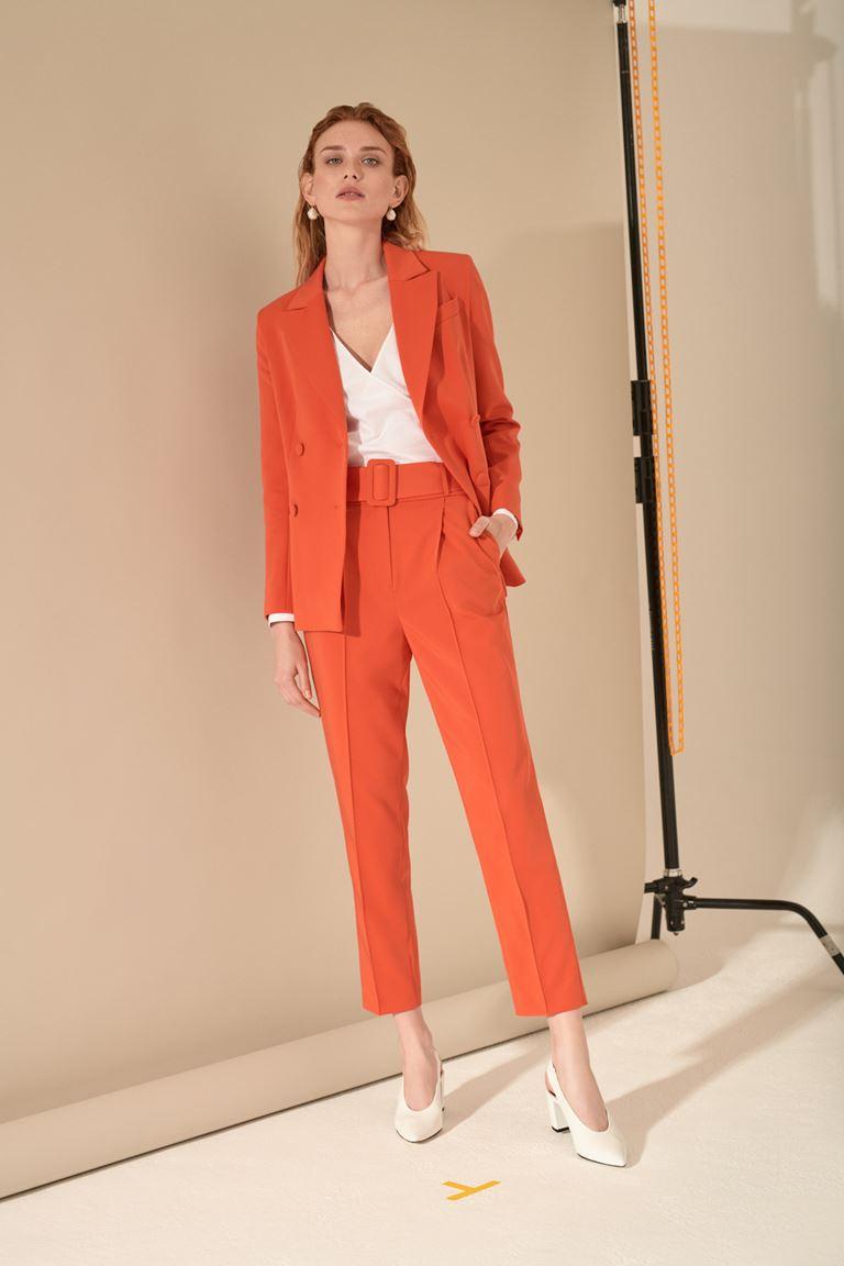 Лукбук коллекции Pocket Symphony Pre-Fall 2018 - оранжевый брючный костюм